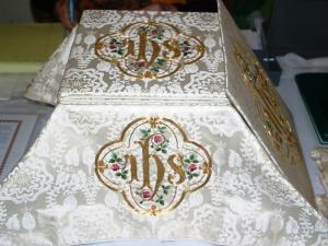 altar_white